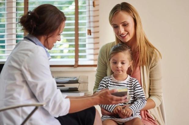 zdjęcie matki z dzieckiem u lekarza